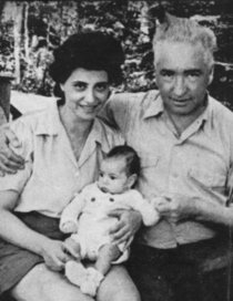 Reich with his wife Ilse and their son Peter, who wrote A Book of Dreams about his close relationship with his father, how they would go cloudbusting together, and his bewilderment when Reich died in prison when Peter was 13 years old.